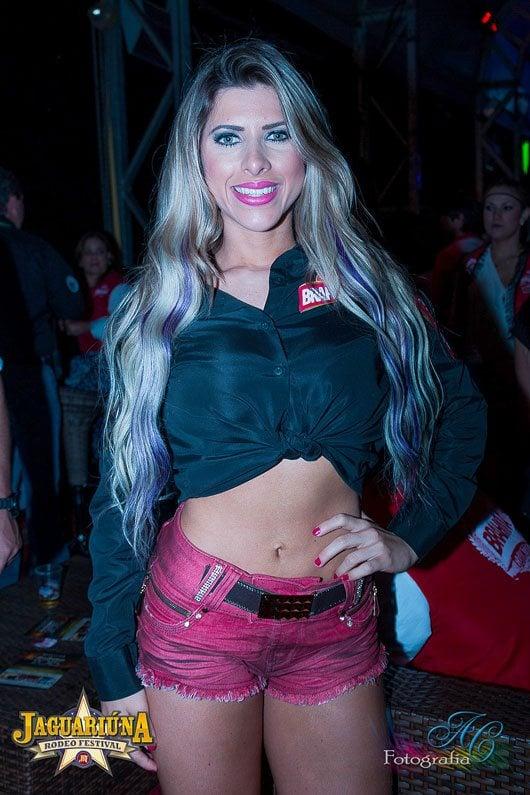 Ana Paula, musa do Corinthians, ficou ao lado de outras celebridades