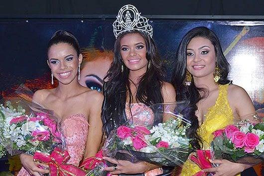Jenny Gomes entre Beatriz Fernanda, 1ª Princesa, e Joyce Borges, 2ª Princesa \Foto: William Alexandre (Billy)