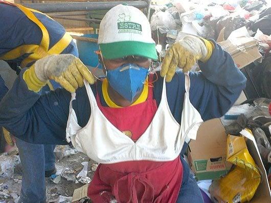 Fraldas, resto de comida, madeira, roupas e isopor contaminados são os principais resíduos que chegam misturados com o que pode ser reciclável