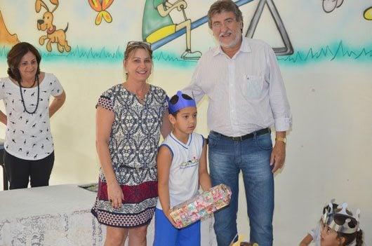 Ao lado das secretárias Flávia Rossi, da Educação, e Eliana Assugeni Sobreiro Dias, da Promoção Social, o prefeito José Natalino Paganini encontrou-se com os alunos
