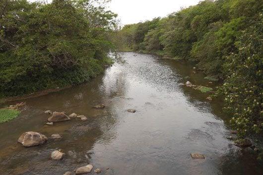 A cidade é hidrodependente das águas do Rio Jaguari