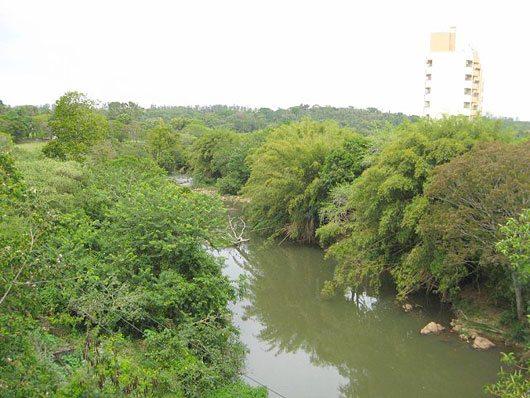 Rio Jaguari cruzando a cidade de Jaguariúna \Foto: Ricardo Figueiredo