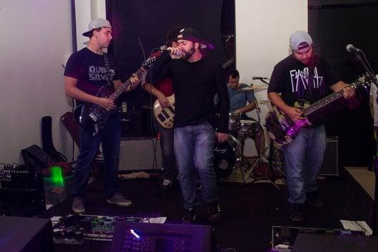 Em nova casa de Jaguariúna, banda fez com que público pulasse e cantasse com o melhor do pop rock