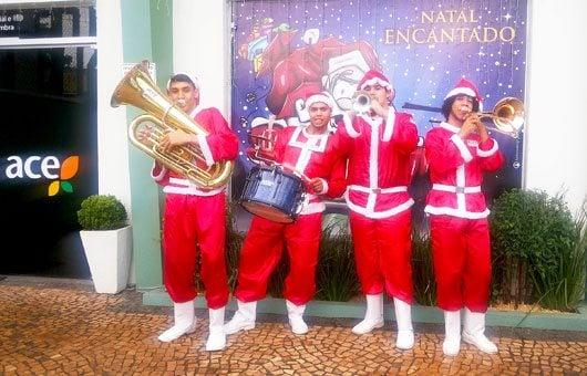 A convite da ACE, músicos que se apresentam na Expoflora estarão na Rota dos Imigrantes tocando músicas da época