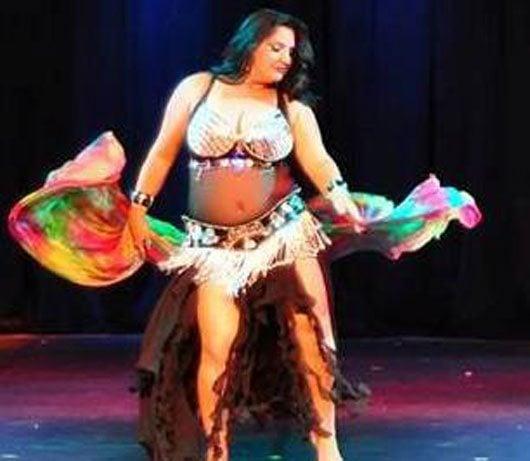 Samyna Suád encantou o público com a dança do ventre