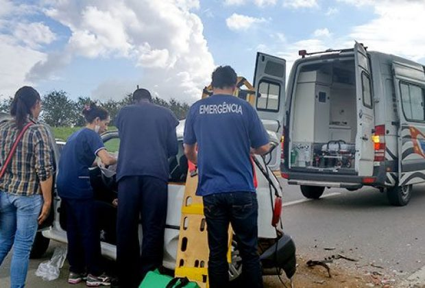 Acidente em rodovia deixa dois motoristas feridos