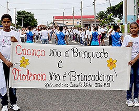 """A manifestação faz parte do projeto """"Arte se faz brincando"""""""