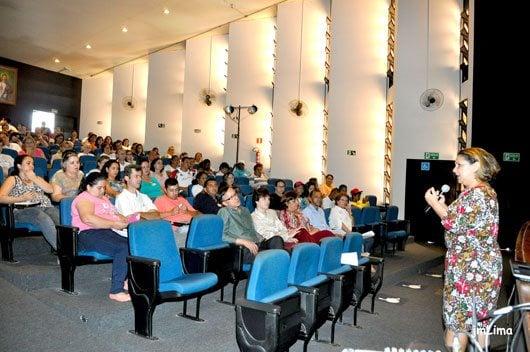 """O tema deste ano das conferências é: """"Saúde Pública de Qualidade para Cuidar Bem das Pessoas: Direito do Povo Brasileiro"""""""