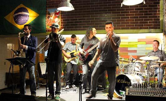 Em andamento a turnê pelo interior, banda se apresenta no Almanaque Café, em Campinas \ Foto: Ana Colombini