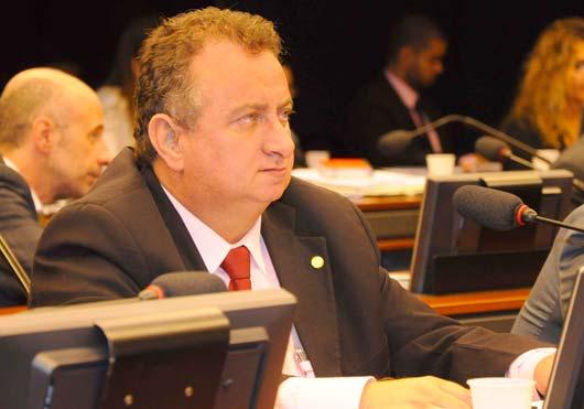 O deputado argumenta que a modernização da legislação é necessária tendo em vista os inúmeros alertas dos organismos de saúde