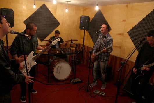O vídeo, que faz parte do calendário de comemoração dos 8 anos da banda, foi gravado em São Paulo