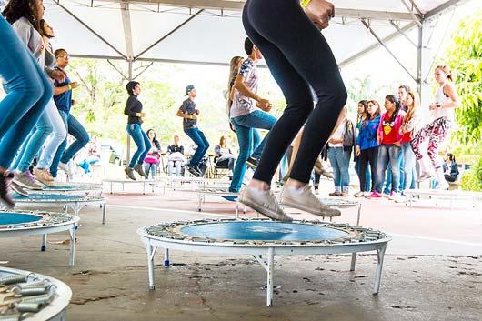 Haverá atividades práticas como workshops de zumba, jump, lutas e musculação