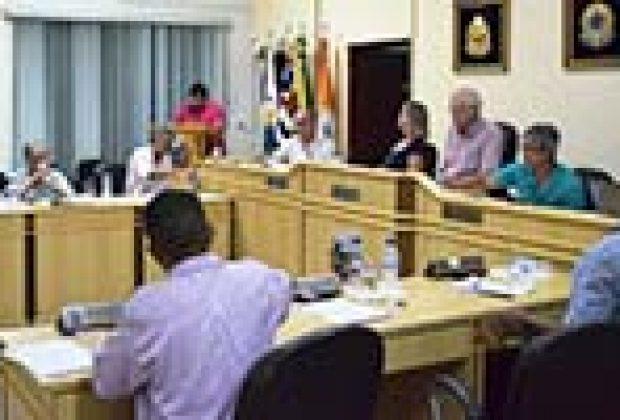 Embate entre vereadores monopoliza sessão