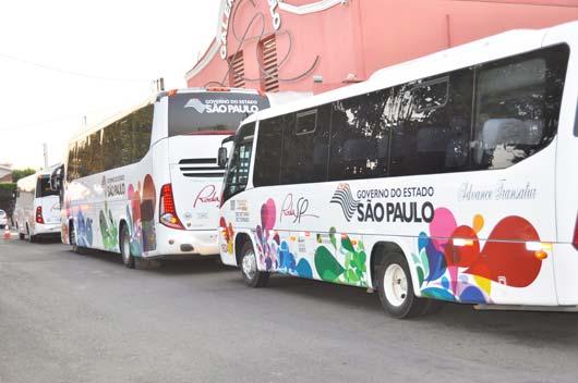 Os ônibus de turismo do Roda SP fazem circuitos intermunicipais, ligando uma cidade a outra