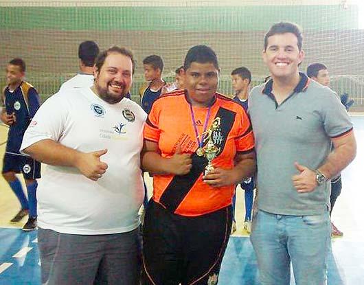 O goleiro menos vazado foi Vitor Hugo (Azulão) com 2 gols sofridos
