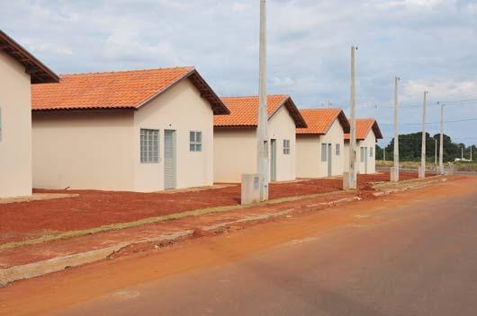 Cada moradia possui 41 metros quadrados, com sala, cozinha, banheiro, dois dormitórios e área de serviço externa