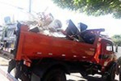 Mutirão recolhe seis caminhões de entulho