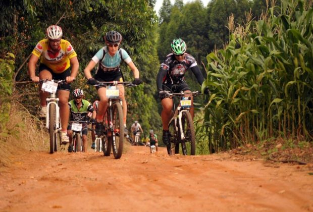 Roseira Race Mountain Bike recebe centenas de participantes