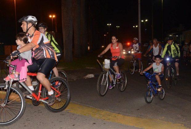 Jaguariúna tem primeira edição noturna do Bicicletando