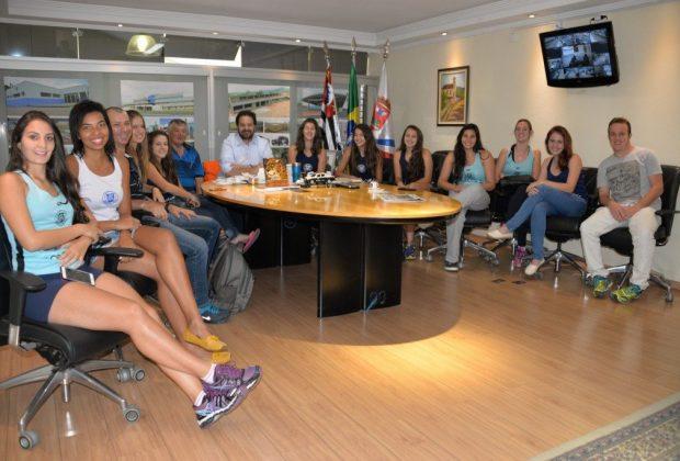 Amparo tem mais de 100 alunos nas escolinhas de voleibol