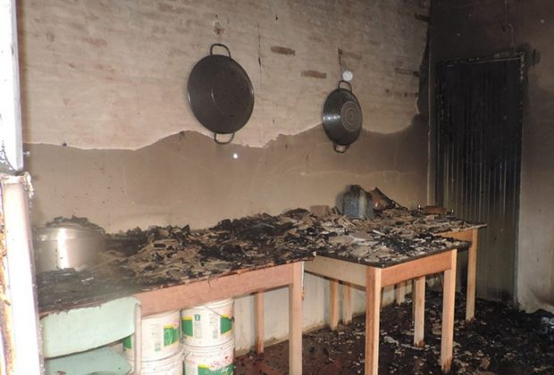 Casa pega fogo no Centro de Artur Nogueira