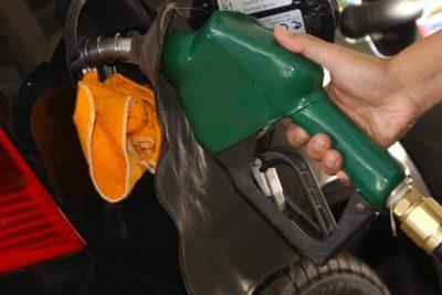 Gasolina em baixa ajuda a reduzir inflação, diz pesquisa da FGV