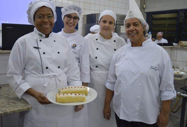 Alunos de Gastronomia da FAJ testam suas técnicas em comidas tipicamente brasileiras