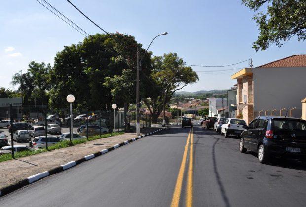 Itapira: rua Reverendo Alfredo Guimarães recebeu recapeamento e pintura