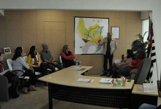 Mogi Guaçu: prefeito recebe participantes da SIPAT