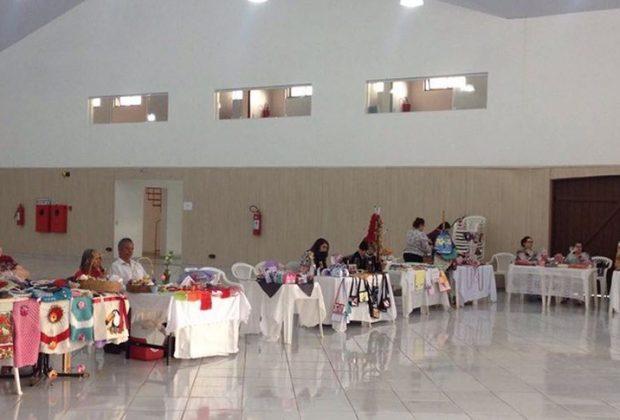 Vereadora avalia feira de artesanatos realizada no centro de convenções Jan Heijdra