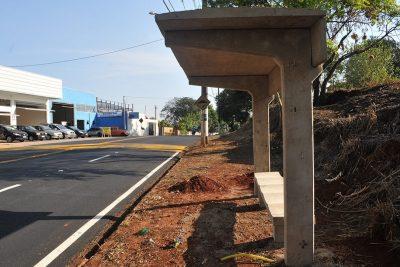 Rua Paula Bueno recebe instalação de novos pontos de ônibus