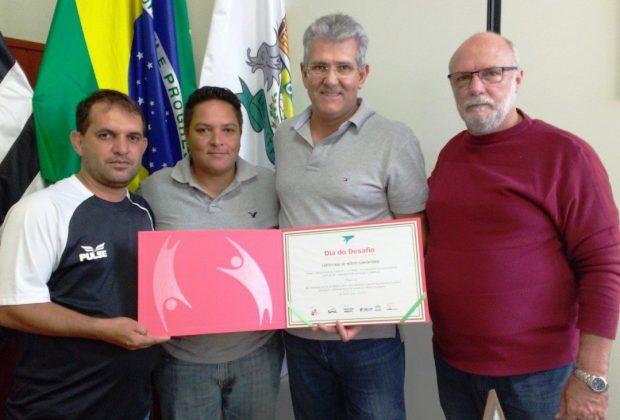 Prefeito Carlos Pollo recebe Certificado do SESC pela participação no Dia do Desafio