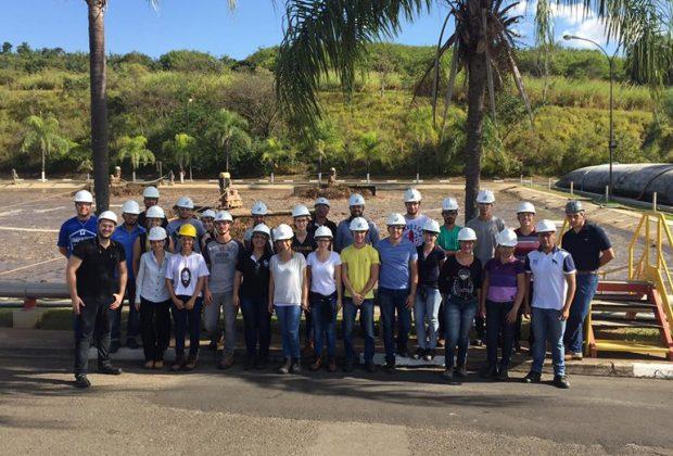 Curso de Engenharia Civil da FAJ visita instalações de saneamento da AmBev
