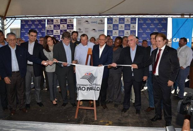 Prefeitura entrega 305 casas, Creche-Escola e asfalto no José Tonolli