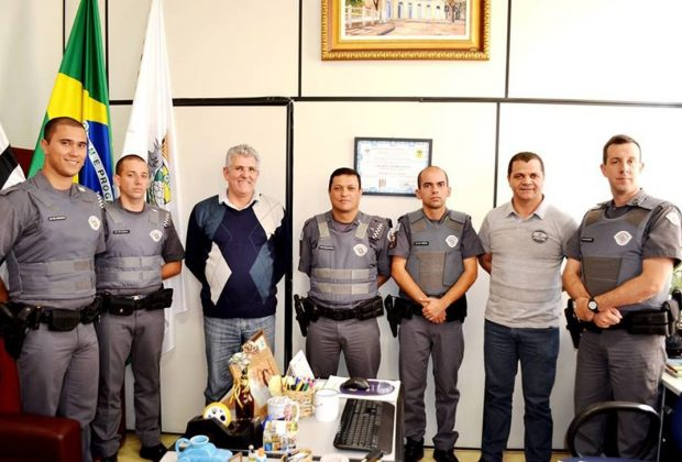 Polícia Militar de Pedreira apresenta novos soldados ao prefeito Carlos Pollo