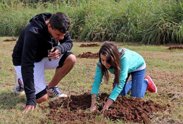 Alunos da Rede Municipal participam de plantio de árvores nativas