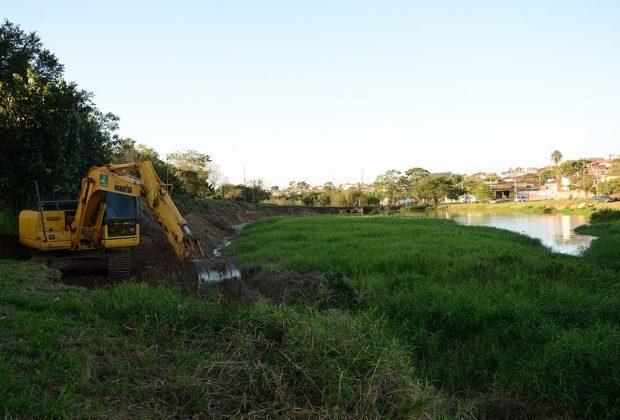 Saama executa limpeza na represa do Parque Linear do Córrego dos Macacos