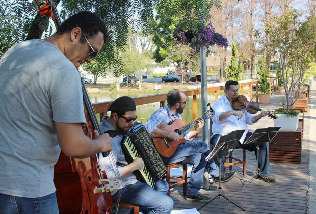 Programa musical encantou público no Deck do Amor