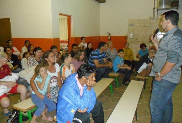 Pais e professores participam de Oficina Pedagógica na escola Recanto das Palmeiras