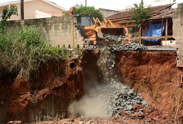 Um mês após temporal SOV inicia reparos na Rua Manoel Mendes