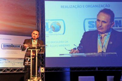 Dr. Fernando representa secretário de Estado em congresso de indústrias