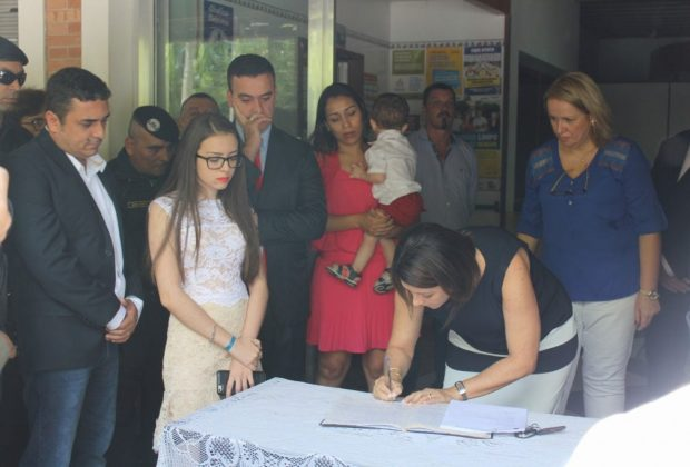 Cláudia Botelho, Márcio Pavan e vereadores tomam posse em Estiva Gerbi