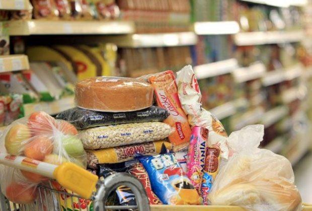 Prefeitura regulariza entrega de cestas básicas à população