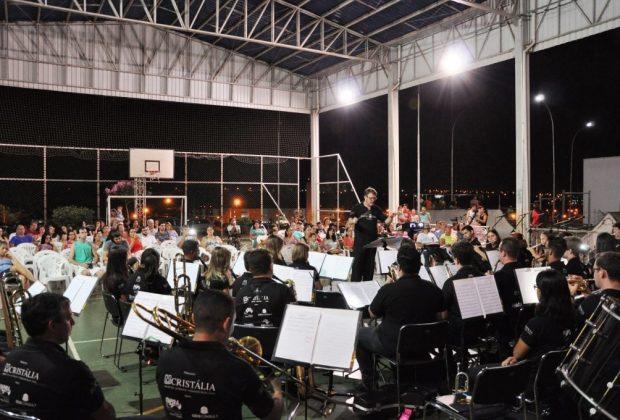 Cerca de 80 acompanham concerto na Praça CEU