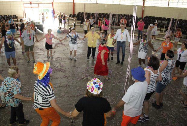 Carnaval anima alunos dos programas ProAtiv e Viva Melhor