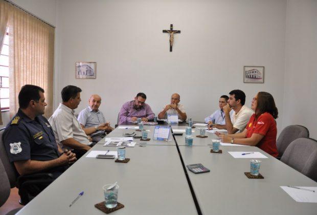 Secretarias e ACEI discutem organização da Festa de Maio