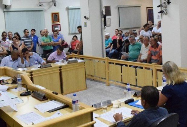 Com plenário lotado, Câmara aprova requerimentos sobre água e taxa de lixo