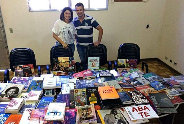 Prefeitura de Estiva Gerbi recebe grande acervo de livros e DVD's