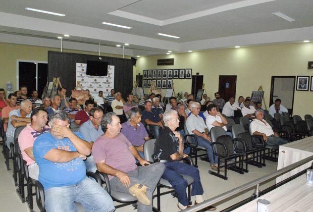 Prefeitura de Estiva Gerbi reúne agricultores e anuncia novas medidas