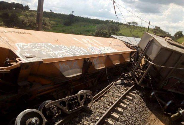 Trens se chocam e bloqueiam ferrovia em Estiva Gerbi